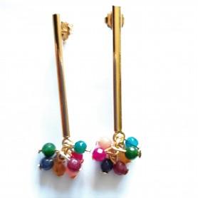 Pendiente pieza alargada latón con baño de oro y piedras naturales multicolores