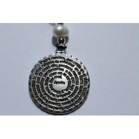 Cordón ajustable negro con medallón  baño de plata con Padre Nuestro por las dos caras y perla.