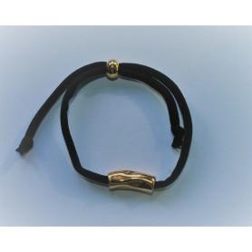Pulsera elástica negra con pieza zamak bañada en oro y cierre bolita